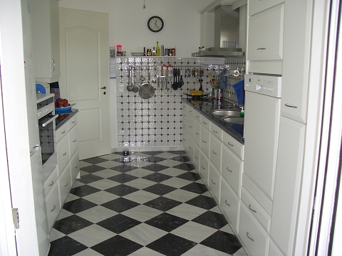 22 kitchen complete + good